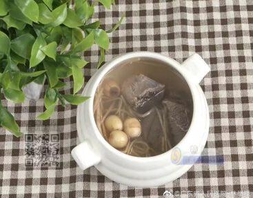 鮮蓮子燈芯草燉豬心湯